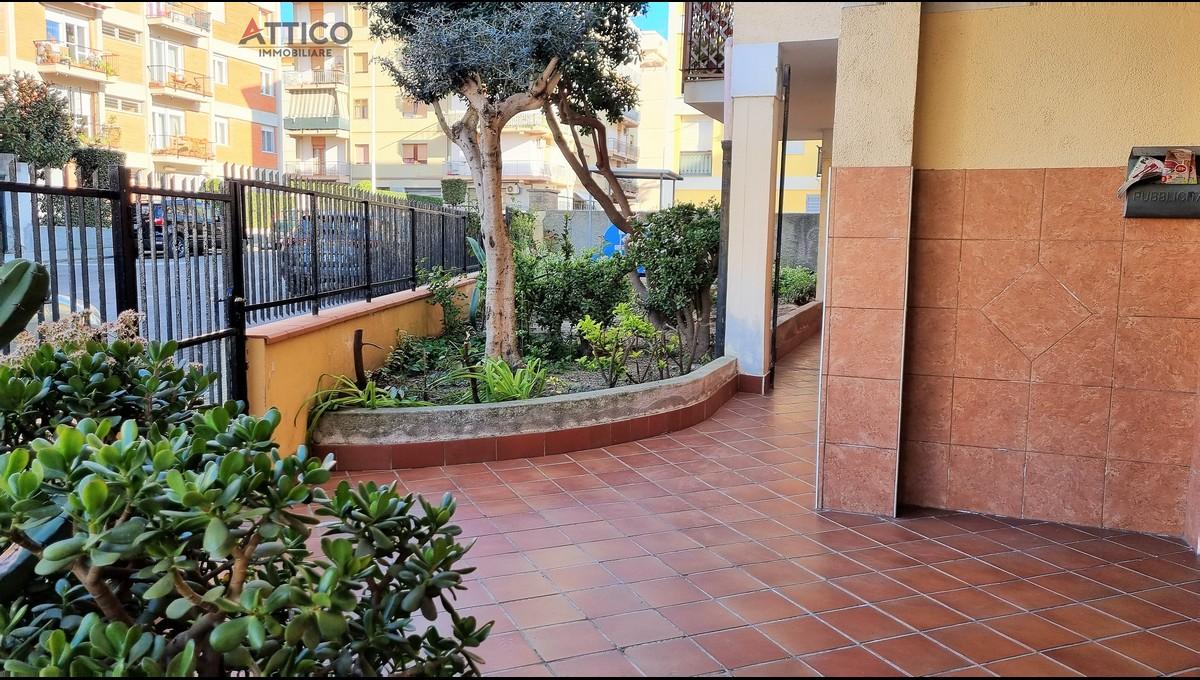 Ampio e luminoso appartamento con box auto zona Carbonazzi storica, Via Umana 14, Sassari, Sardegna.