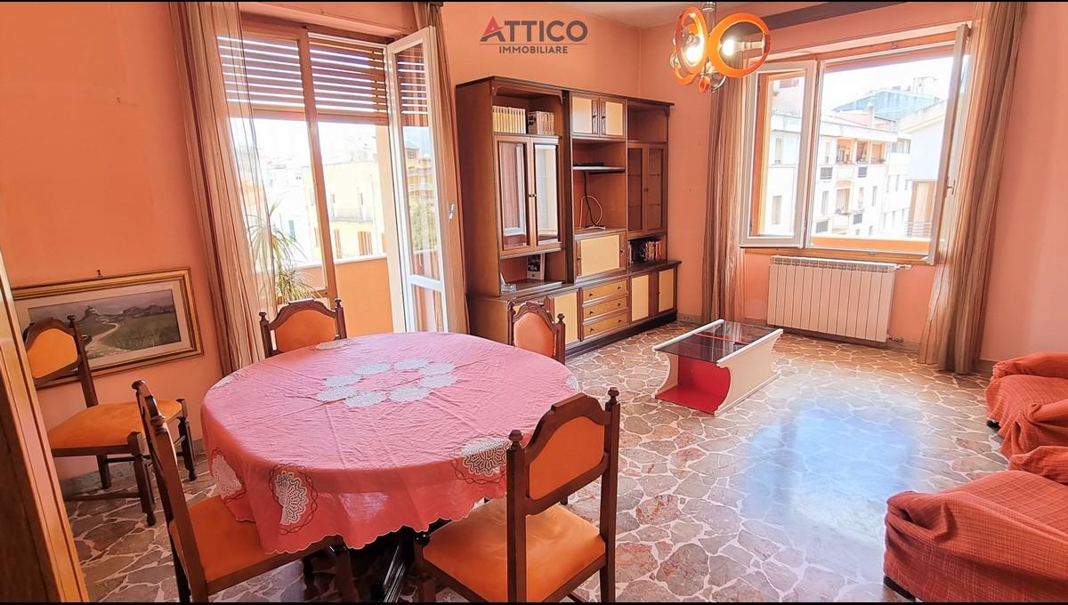 Luminoso appartamento di grandi dimensioni in zona Viale Dante, Via Tempio, 39 Sassari, Sardegna.