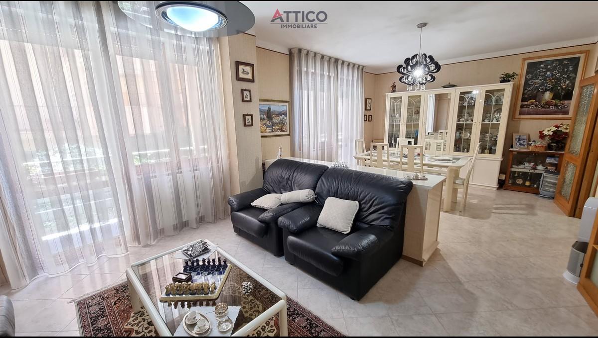 Ampio e luminoso appartamento nei pressi degli ospedali, Via Copenaghen, 8b, Sassari, Sardegna.