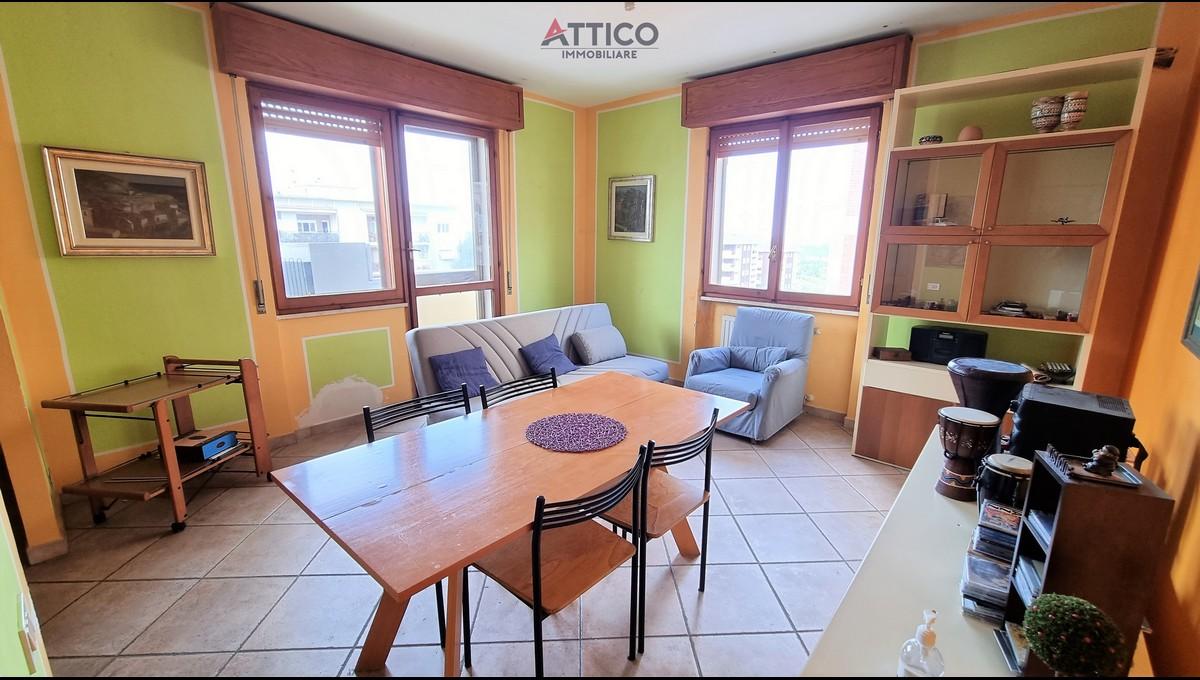 Luminoso appartamento con due letto zona ospedali, Via Rockefeller, 50, Sassari, Sardegna.