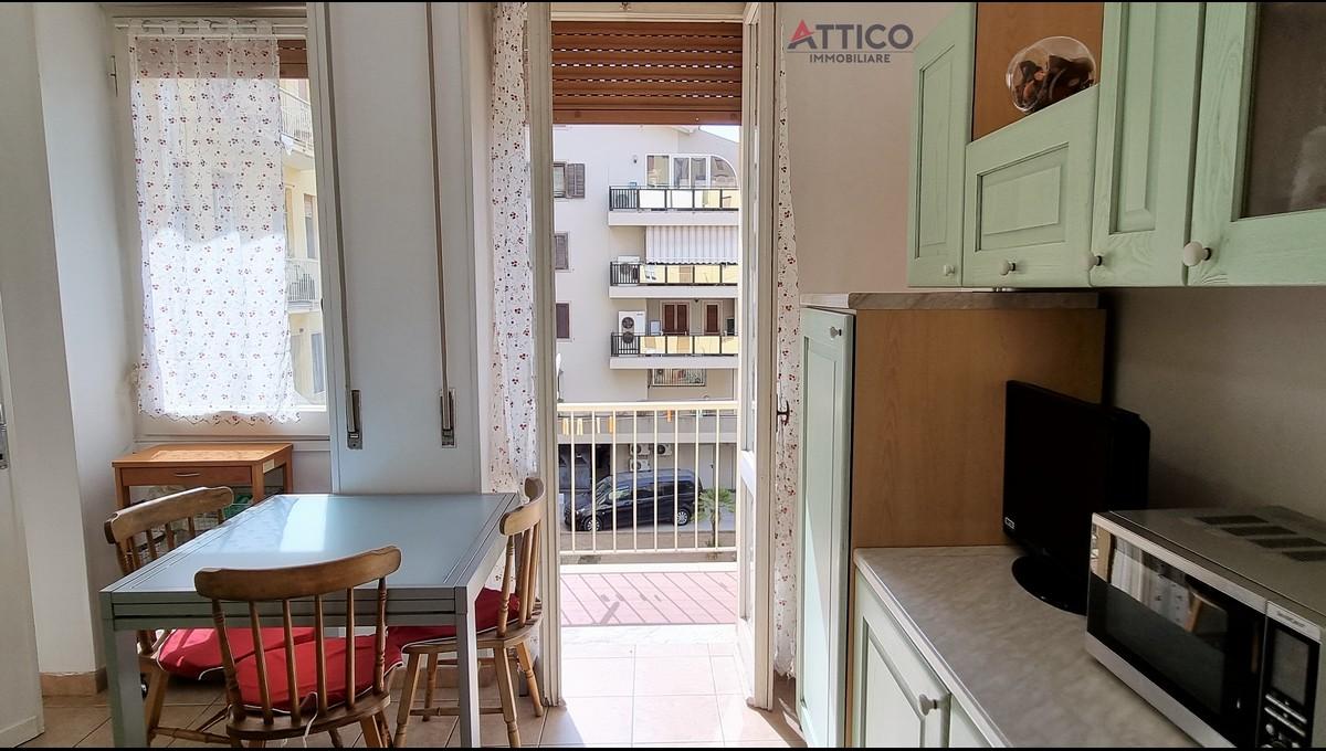Appartamento centrale con 4 camere, ascensore e doppi servizi, Via Dei Mille 52, Sassari, Sardegna